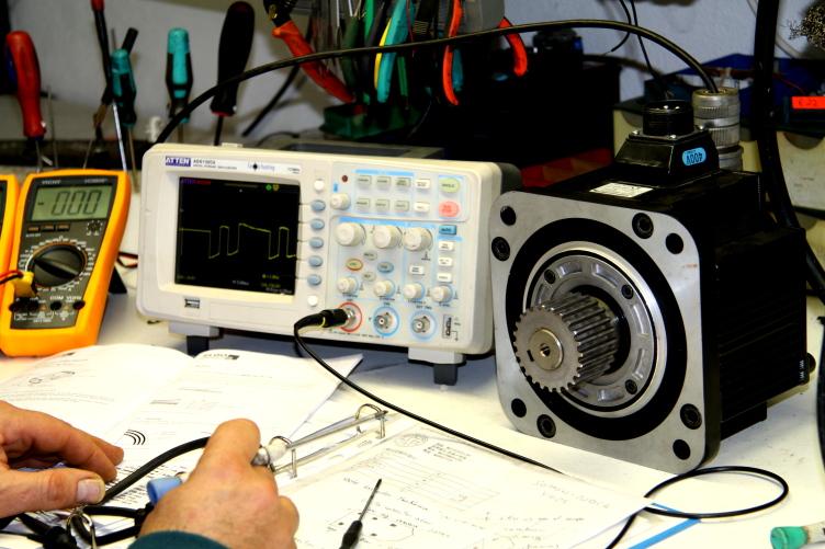 Electr nica industrial desarrollo i d i electronic jf - Reparacion electronica valencia ...